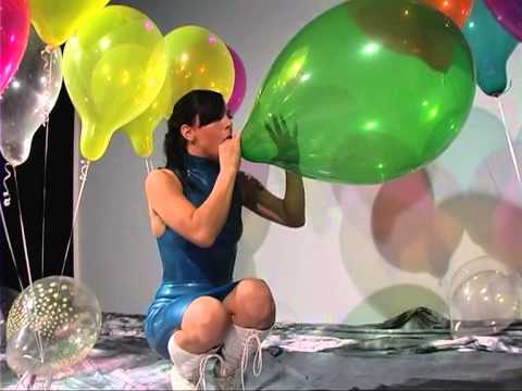 Sexy girl balloon fetish BTP SIT TO POP