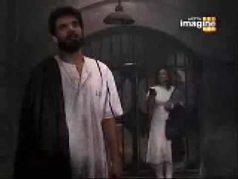 Arjun Singing Kitani Mohabbat Hai In Jail video