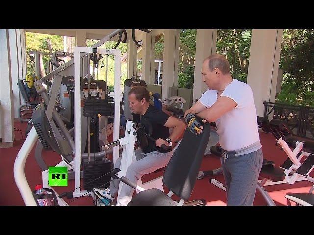 Владимир Путин и Дмитрий Медведев провели в Сочи совместную тренировку и пожарили барбекю