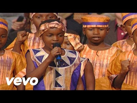 Bill & Gloria Gaither - Walking in the Light  [Live] ft. The African Children's Choir