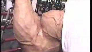 Bodybuilder Chris Bennett biceps - Guns 2002