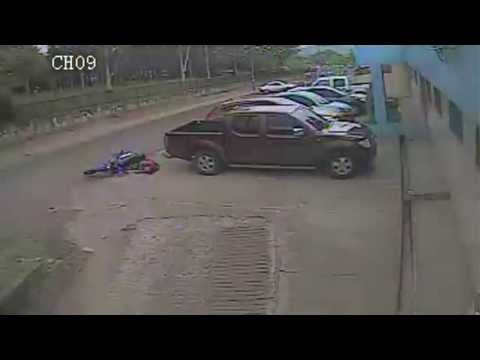 Cámaras de seguridad revelan asesinato de un joven por robarle su moto