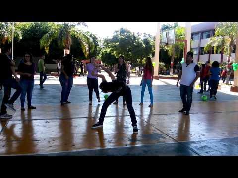 Many bailando UdeO culiacan...Armamos la fiesta🎉