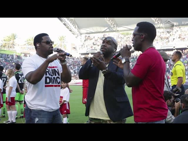 Boyz II Men sing the national anthem