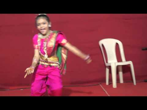 Palak Gor dancing on Lavani songs
