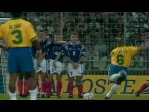 A Curva Da Bola  No Chute Com Pé Esquerdo De Roberto Carlos.flv video