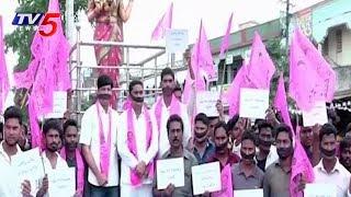 టీఆర్ఎస్లో  పెరుగుతున్న అసమ్మతి..! | Vattam Rambabu Followers Silent Protest At Manuguru | TV5