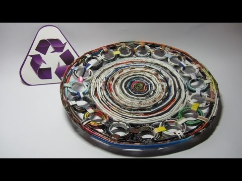 Reciclaje: Plato decorativo hecho con revistas. Recycling: a dish made with magazines