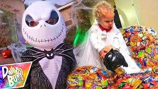 HUGE HALLOWEEN TRICK OR TREAT CANDY HAUL!