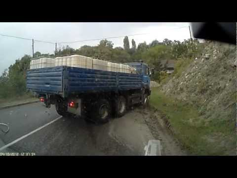 Автобус ПАЗ и грузовик