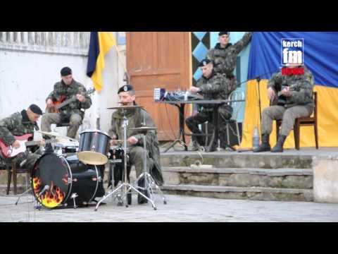 В Керчи морпехи дали концерт под открытым небом