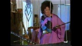 Constance Demby Tocando El Space Bass