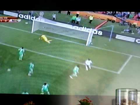 Messi Big chance Argentina Nigeria 2010