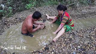 Food wild Catch fish by hand and Cooking grilled fish