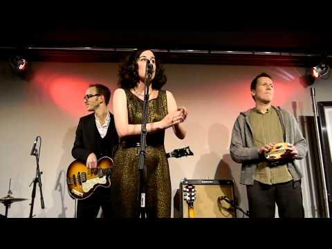Klangprobe: Lisa Bassenge | Lass die Schweinehunde heulen