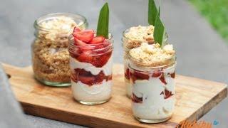 Cara Membuat Strawberry Yogurt Parfait Crumble