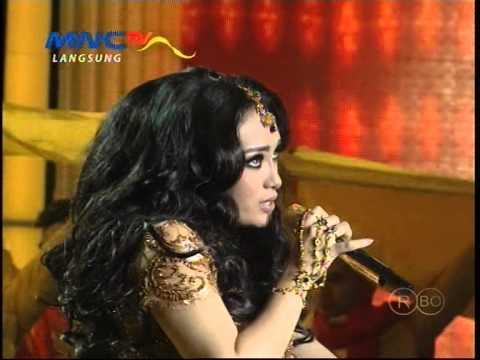 MNCTV Dangdut Awards (11/12) - Zaskia Gotik-Ayu Ting Ting Medley