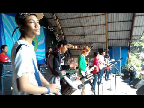 Crazy Smile - Astrea Bahagia LIVE @Taman Topi Bogor