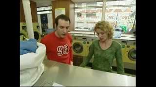 Un gars une fille - à la laverie