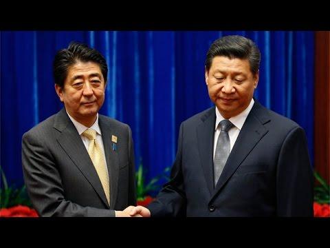 Xi Jinping and Shinzo Abe Share an Awkward Moment at the APEC Summit