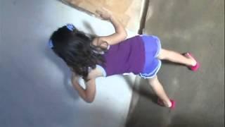 Essa menina dançando é uma graça
