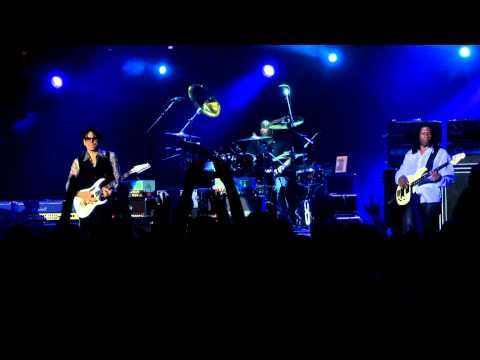 G3 - Steve Vai - Whispering A Prayer (05.08.2012, Crocus City Hall, Moscow, Russia) video