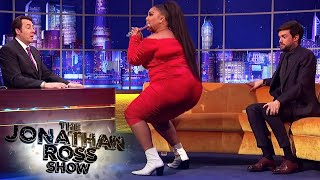 Download lagu Lizzo Can Play The Flute While Twerking - The Jonathan Ross Show