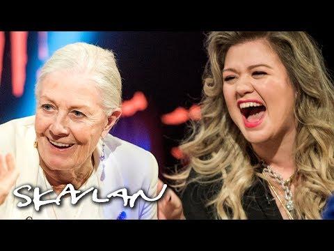 Kelly Clarkson gets completely starstruck by Vanessa Redgrave in talk show interview | Skavlan