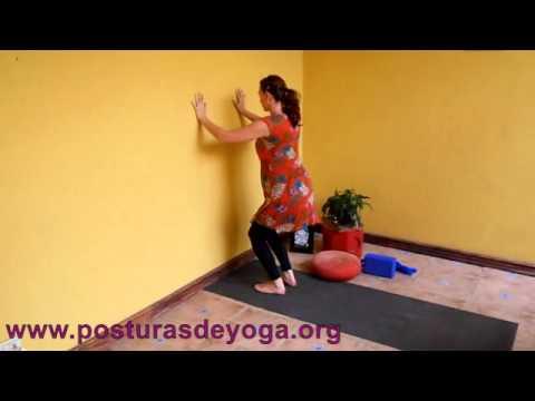 Yoga para embarazadas del tercer trimestre - Ejercicio de piernas y brazos
