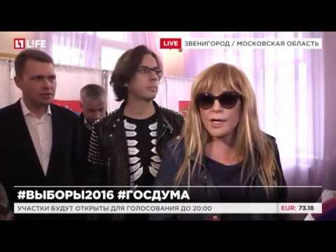 Пугачева и Галкин проголосовали в Звенигороде