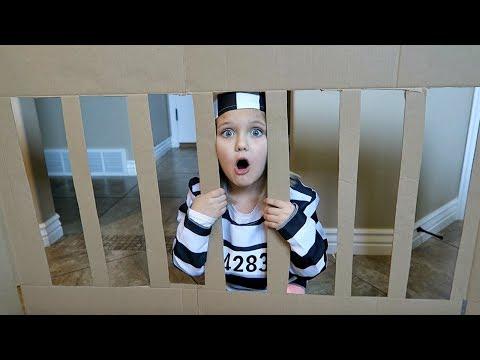 BOX FORT PRISON! | ESCAPE ROOM