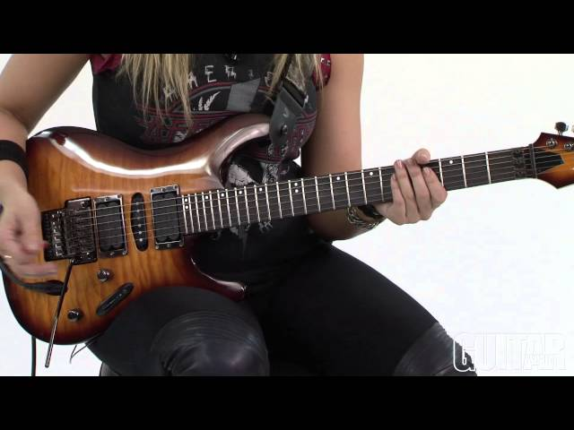 Betcha Can't Play This - Alice Cooper Solo Lick with Nita Strauss