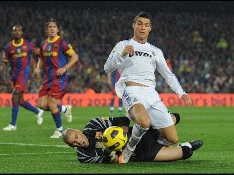 Cristiano Ronaldo vs Victor Valdes - Destroying Each Others