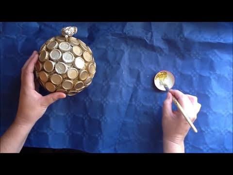 Adorno navideño.(Esfera hecha con  materiales reciclados)