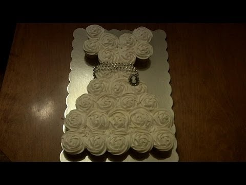 How to Make a Wedding Dress Cupcake Cake