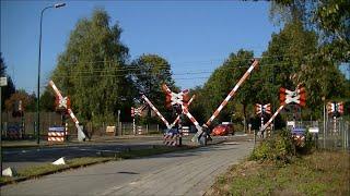 (Gevaarlijke) spoorwegovergang Bilthoven // (Dangerous) dutch railroad crossing