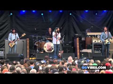 "The Black Crowes performs ""Descending"" at Gathering of the Vibes Music Festival 2013"