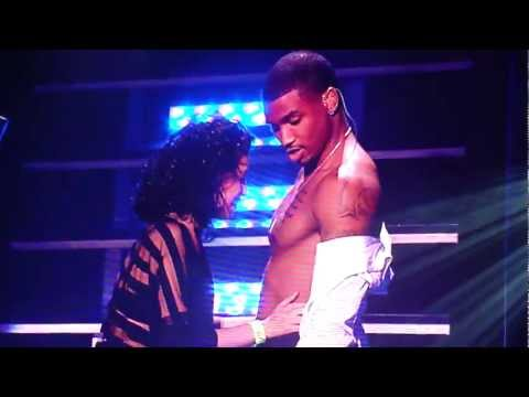 Fan kisses Trey Songz chest on Anticipation 2our at Oakland Paramount Theatre.1/2  [HD]