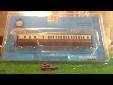 Bachmann Red Express Coaches Unboxing and Review