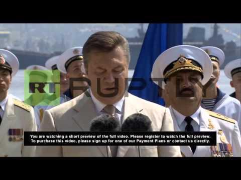 Ukraine: Yanukovych hosts Putin to celebrate Navy Day