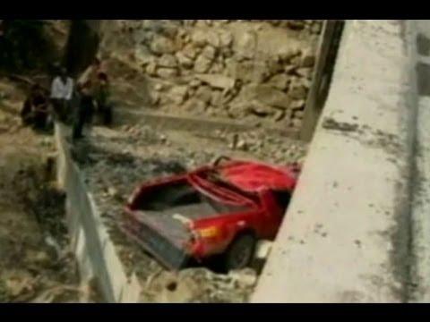 Canta: Tres integrantes de una familia fallecieron al precipitarse auto a abismo