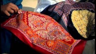 Khushboo Gujarat Ki - Handicraft English