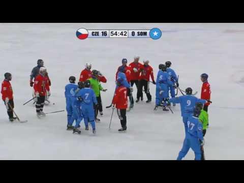 Сомалийцы начали рубить чехов клюшками во втором дивизионе ЧМ 2017 по русскому хоккею.