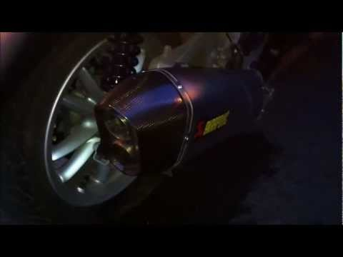 son pot akrapovic sans chicanes sur MP3 500 LT