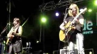 Watch Indigo Girls Heartache For Everyone video