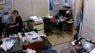 Live video - 7.8 earthquake, Nov 14 2016 - house shaking in Wellington, New Zealand