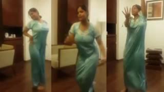 Desi Aunty Dancing ❤❤❤ That make you guys wet ❤❤❤