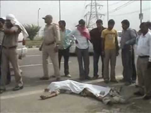 01.05.2010 Greater Noida Expressway Accident.wmv