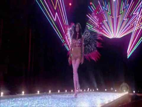 Brazilian Angels - The Victoria's Secret Fashion Show 2003