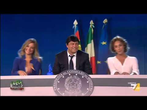 Crozza- Renzi in Conferenza stampa con Madia-Boschi le stelle lucenti del Renzi Dream Team